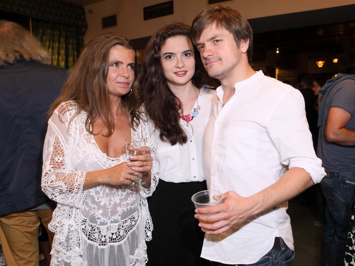 Mádla do kina doprovodily jeho maminka a přítelkyně Eva Josefíková.