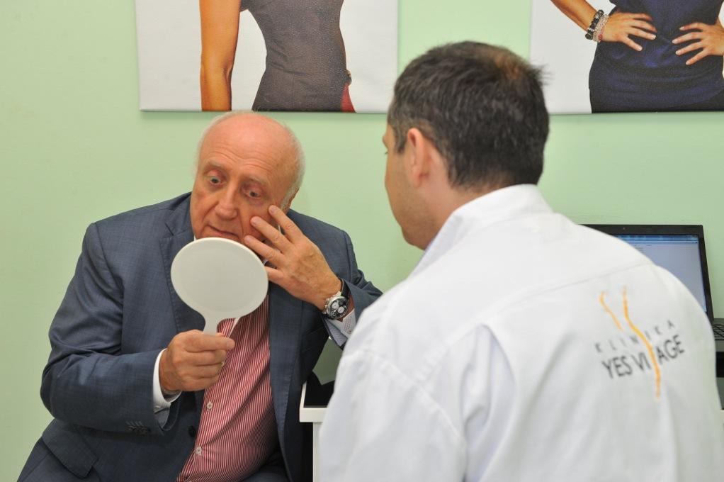 Felix Slováček při konzultaci omlazovacích zákroků