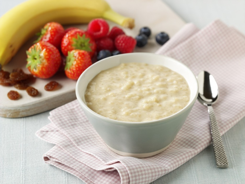 RS1722_Rice Pudding-Setting+Fruit